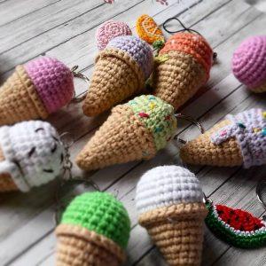 Брелок - мороженое. Готовим сувениры к ярмаркам.